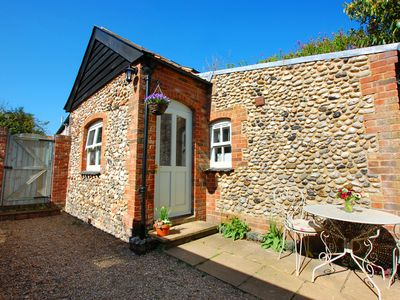 Photo for Courtyard Cottage - One Bedroom House, Sleeps 2