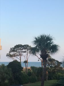 Steps to the beach.1B Oceanview, Oceanfront complex. Pool.Close to Coligny/shops