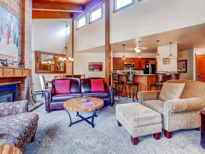 Great Views for Your Family - Top Floor - Pool/HotTub, W/D - 200yds to Base Area