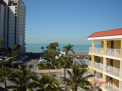 Remodeled /updated in Clw Bch #423 with ocean view,walking distanceto EVERYTHING