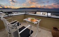 Great apartment in Bariloche center. Lake views are stunning. Apartment very clean. Close to city