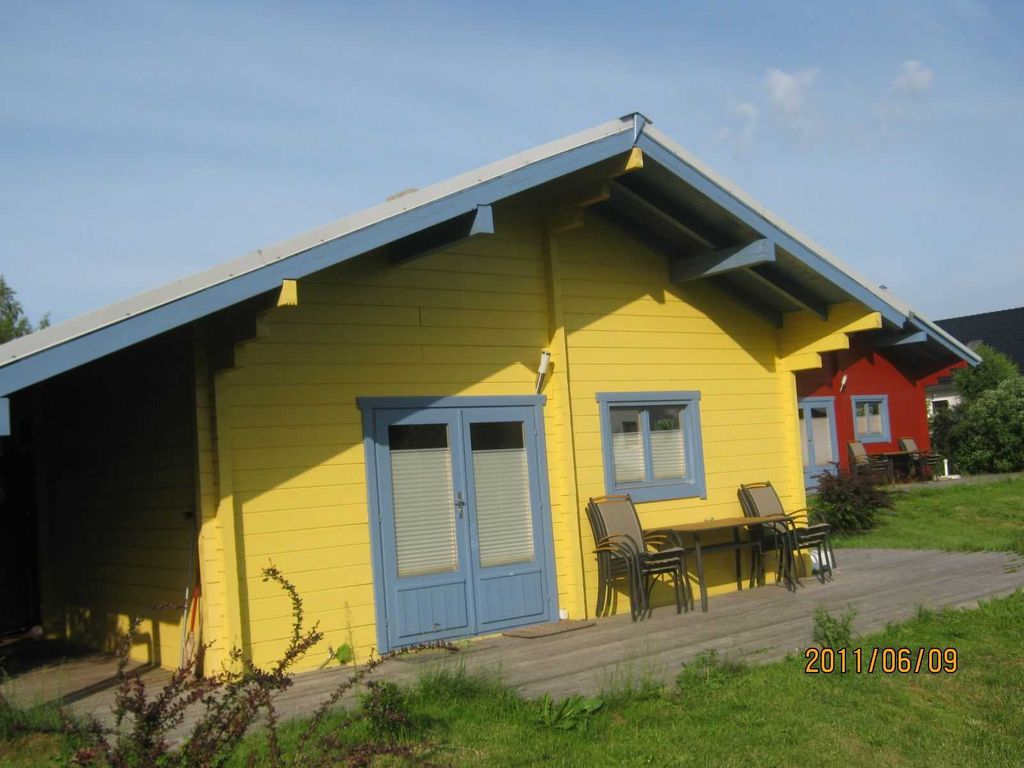 3 room house for 4 adults plus 2 children wooden houses with