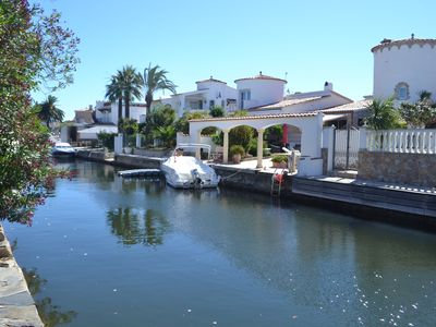 Photo for Renovated house with calm mooring along the canals for 6 people