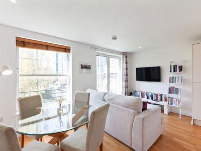 Photo for Stylish 2 Bed flat w/Juliet Balcony in Kennington