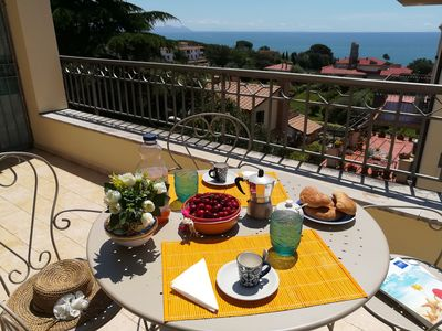 Photo for Dinky Home Air-conditioned penthouse with terrace overlooking the sea at 500 meters from the beach