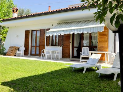 Photo for Holiday home with private garden, about 1 km from the lake