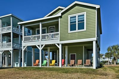 Make the most of your Galveston trip by staying at this vacation rental cottage!