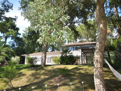 Photo for Hossegor villa between lake and ocean sleeps 12 6 rooms heated pool