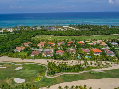 TROPICAL GOLF FRONT VILLA W/ POOL, JACUZZI, TOURING CART & MAID - NEAR THE BEACH