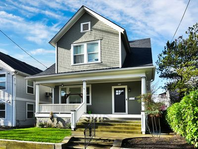 3 Bdrm House With Large Backyard Area In Trendy NE Portlandia Close to Downtown