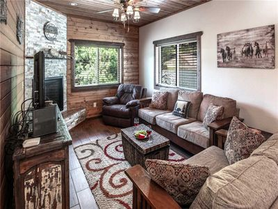 Photo for Crest View, 3 Bedrooms, Fireplace, WiFi, Grill, HDTV, Sleeps 6
