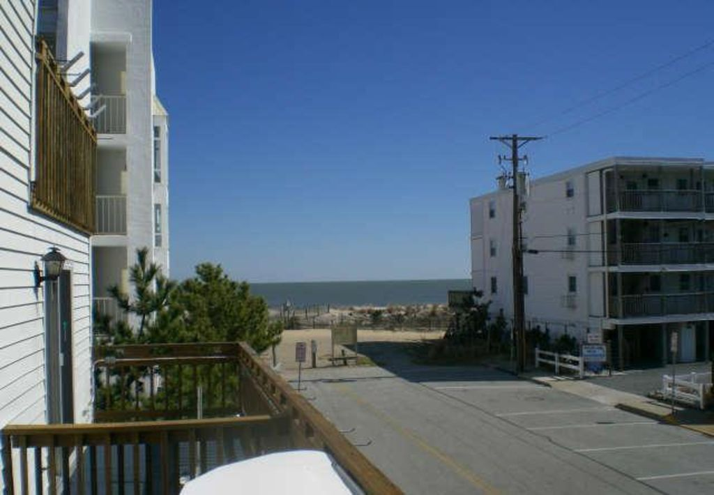Cinnamon Teal Great Location With 2 Southern Balconies