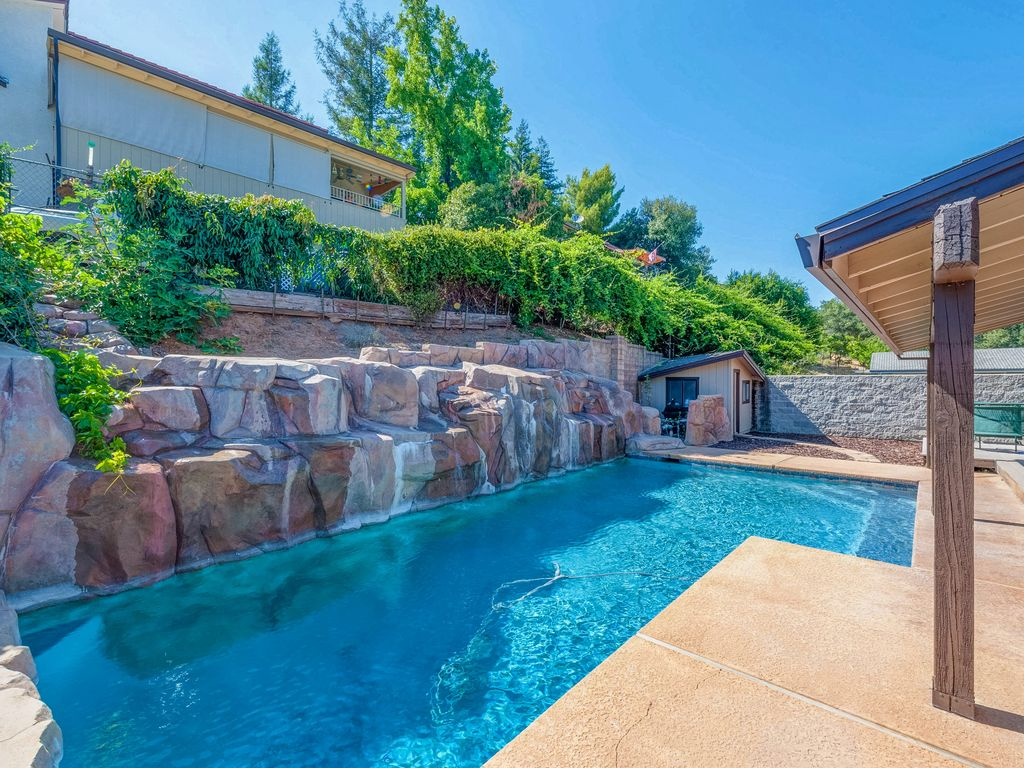Oroville California Map >> Gorgeous Lake View Home With Cascading Waterfall Pool - Oroville East