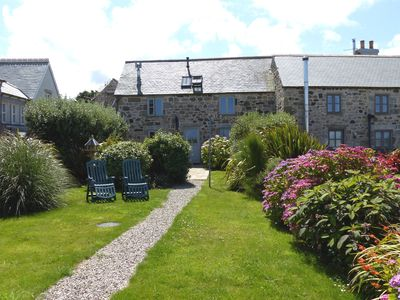 Photo for Beautifully furnished Cornish cottage with sea views from all rooms