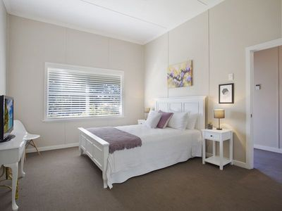 Photo for Alice's Cottage - Cessnock, Hunter Valley, Central location, newly renovated