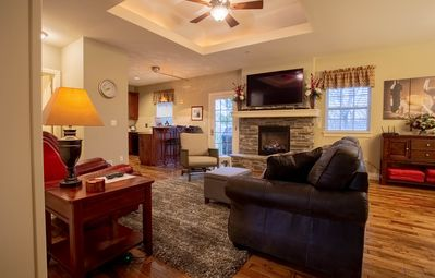 Photo for Branson Good Life Getaway -2 bed/2 bath pet friendly condo at Branson Hills