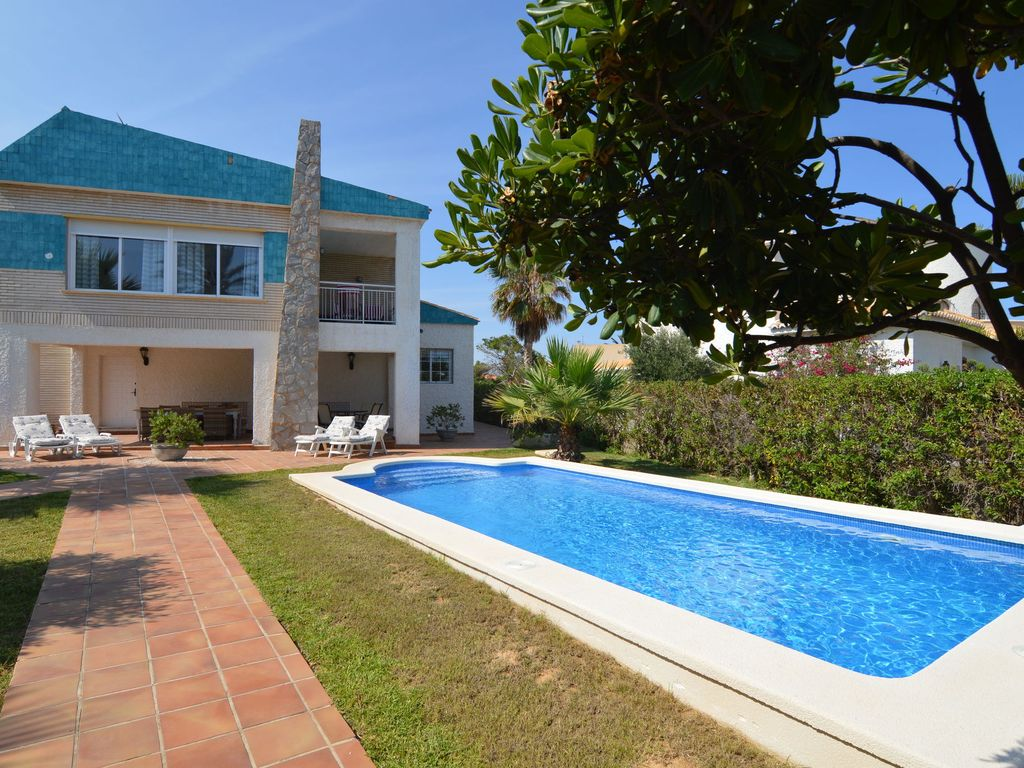 Large Villa With Private Swimming Pool Only 150m Away