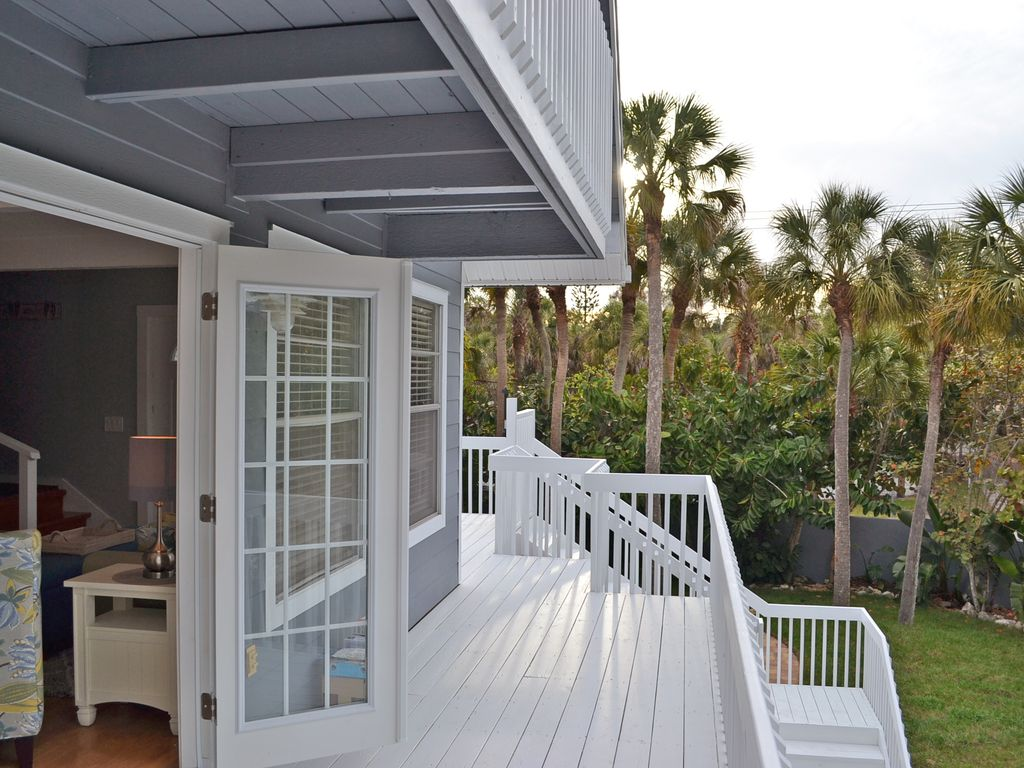 coastal siesta key vacation rental home w   heated pool and