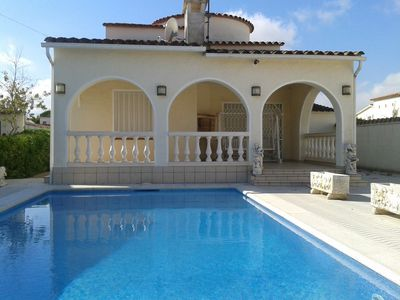 Photo for Villa with private pool, minutes from the beach, in a quiet residential area, 3 bedrooms