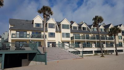 Photo for Relaxing Oceanfront Condo