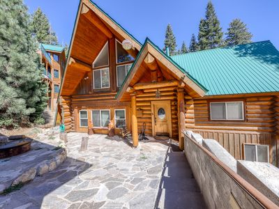 Photo for Family-sized cabin with deck, close to Huntington Lake and China Peak!
