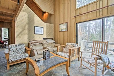 Discover the White Mountains while at this 3BR, 2-bath vacation rental condo.