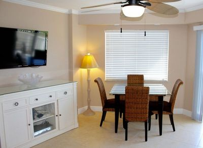 Dining area with a table for 4 guests