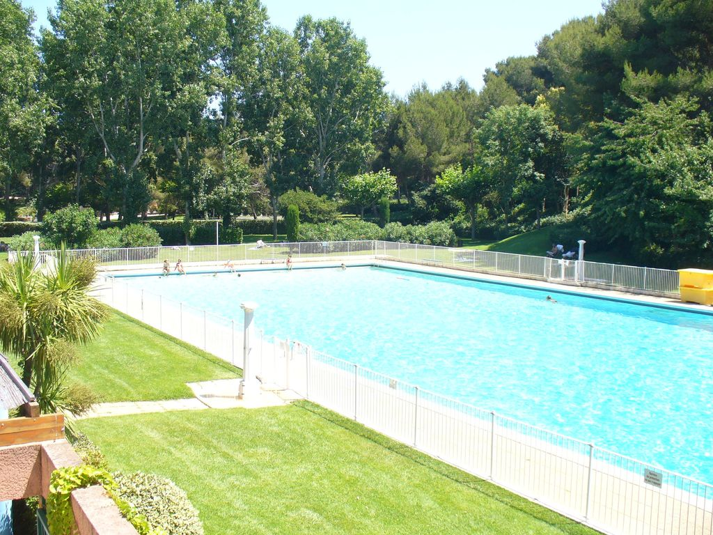 T2 coin cabine r sidence bord de mer piscine tennis for Piscine six fours