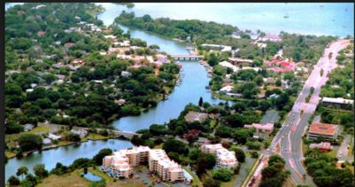 Private corner condo in coveted area, two blocks from Selby Gardens, bayfront