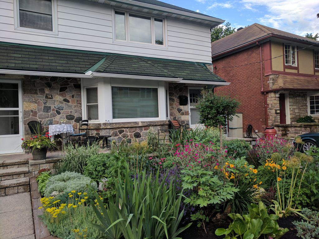Elcho's ExplOre Ottawa. Upper duplex in a safe & quiet part of downtown Ottawa.