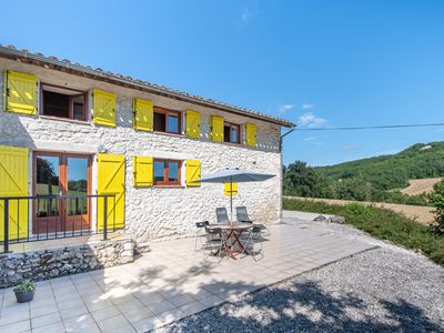 Photo for Cozy farm stay in Aquitane with swimming pool