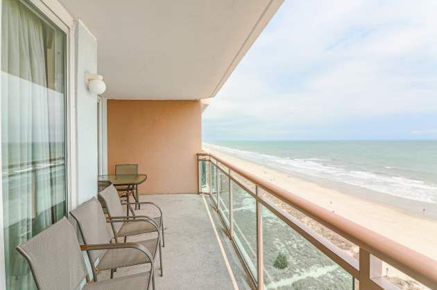 Property Image#2 Clean Condo With Granite Counters, Triple Sheeting,  Amazing Oceanfront Views