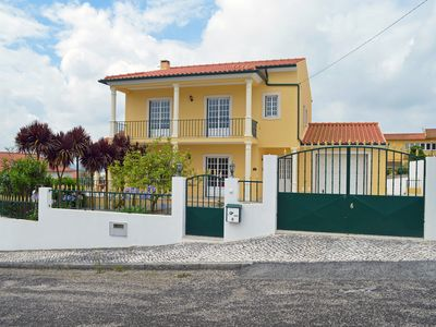 Photo for Beautiful 4 Bedroom family villa in Obidos with free Internet WiFi & Cable TV
