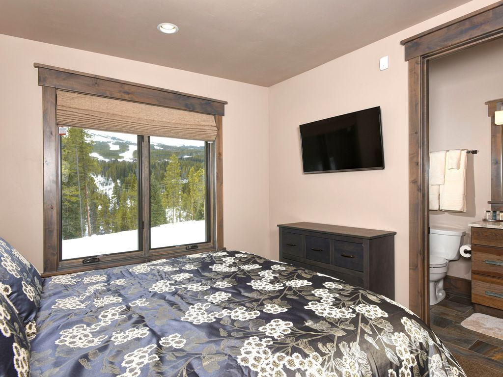 Modern Duplex located steps from Mid-Station Gondola - Hot Tub & Gas Fire Pit