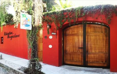 The front of Roberto's. The tropical gardens are inside. You will be amazed!