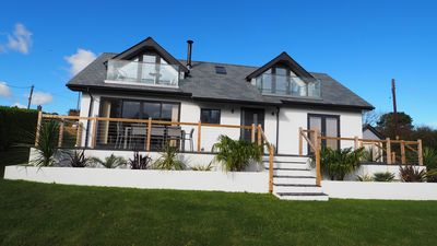 Photo for Amazing modern holiday home, great for families with large garden, 10 min beach.