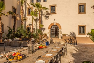 Courtyard dining table and grand entry