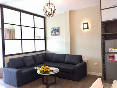 Photo for Spacious apartment by West Lake near Central