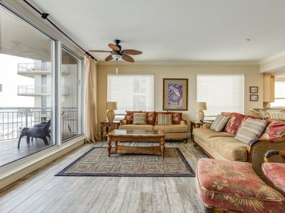 Photo for Bright gulf front condo, Stunning views, Steps to entertainment