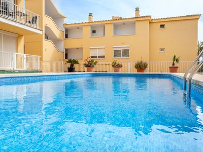 Photo for Air-conditioned Apartment on the Beach with Pool, Wi-Fi and Garden