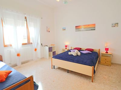 Photo for Central Apartment with Wi-Fi, Air Conditioning and Courtyard; Pets Allowed