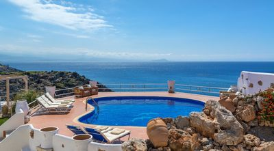 Photo for 7-bedroom Seafront PRVT Pool Villa, with magical sunset view