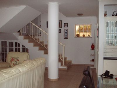Wide staircase for splitlevel access