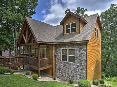 Photo for Branson Home w/Comm. Pool+Hot Tub - 1.5 Mi to SDC!