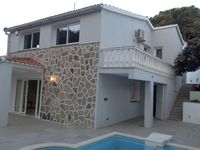 We had a fantastic time at this villa and the owners were so very helpful and friendly.