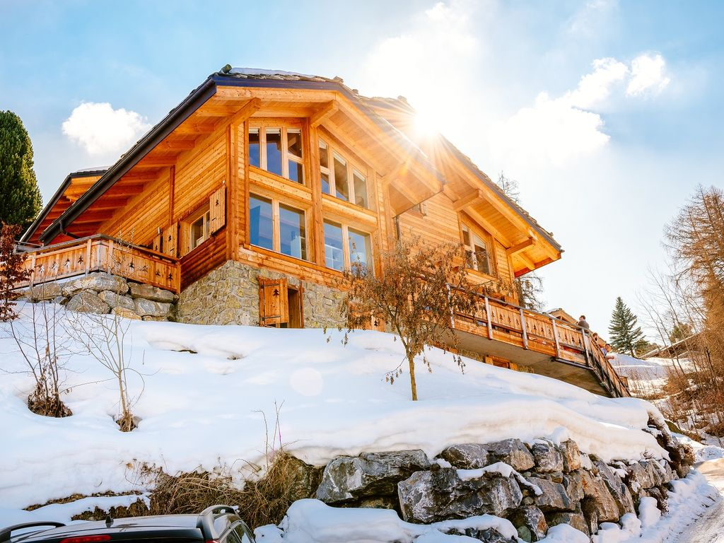 Modern Zwitsers Chalet : Luxury chalet for people in heart of swiss alps with hot
