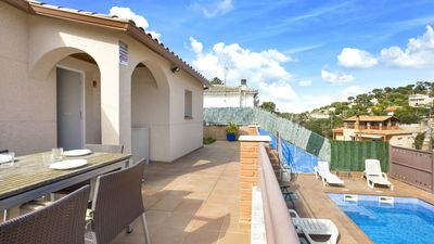 Photo for 2 bedroom Villa, sleeps 6 with Pool, Air Con, WiFi and Walk to Shops