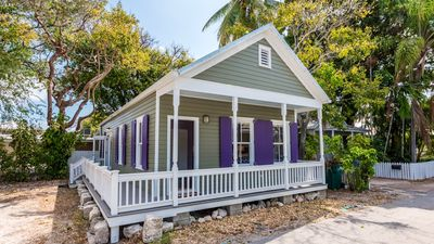 **SOUTHERNMOST SOLACE @ OLD TOWN** Conch Cottage by Duval + LAST KEY SERVICES.