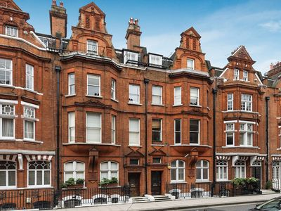 Photo for A beautifully decorated 1 bedroom in period home. Chelsea, near Sloane Square