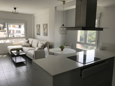 Photo for Luxury modern 3-room apartment with sea view! 600m from the beach and restaurants